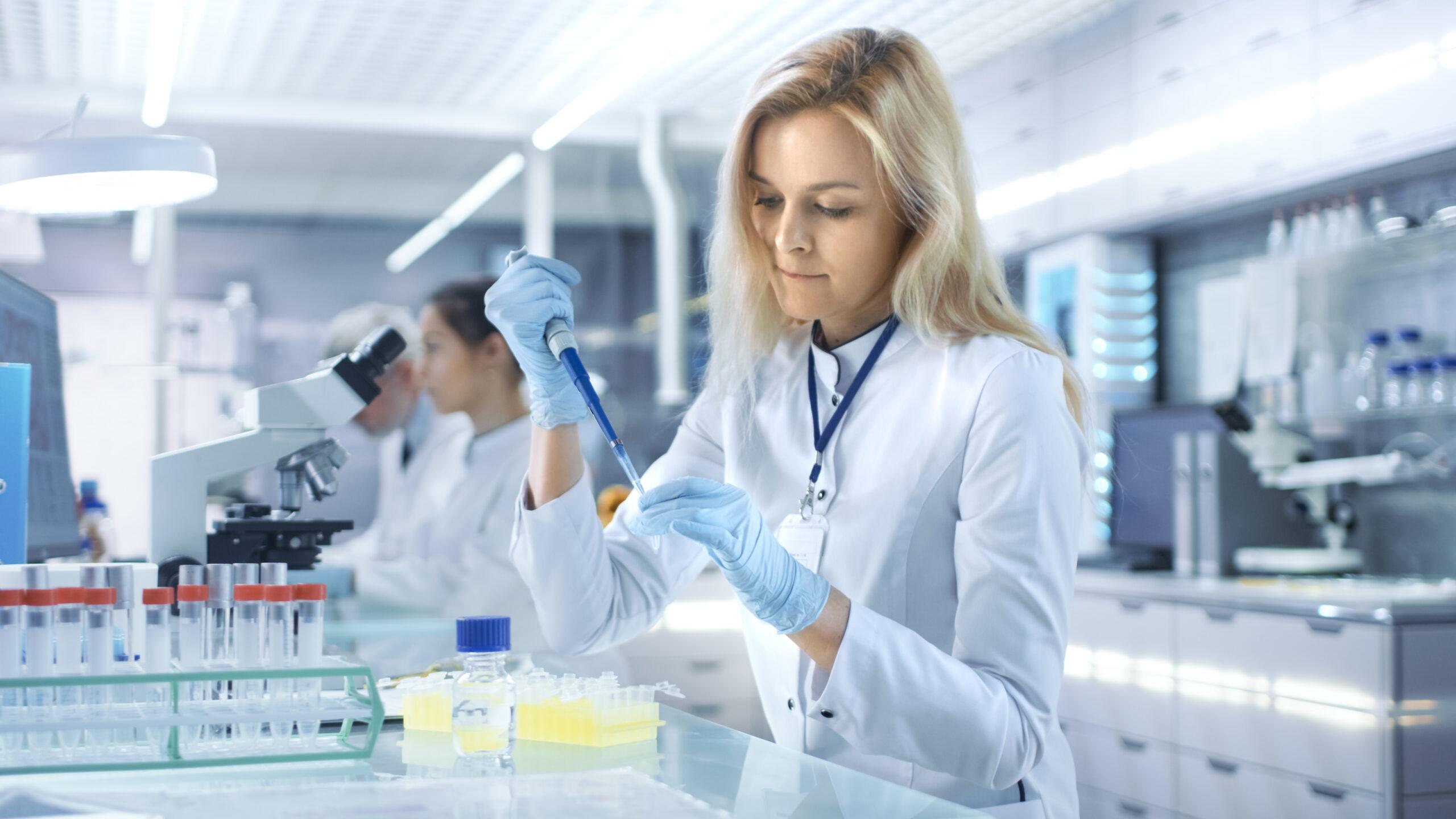 10_lab scientist woman_691548586